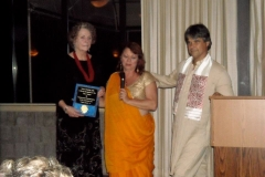 Susan-Schontag-receives-award-at-2011-NATH-Convention